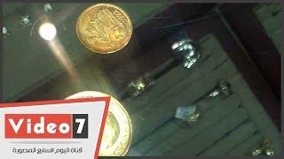 بالفيديو.. شاهد الفرق بين الجنيه الذهب الأصلى والمزور