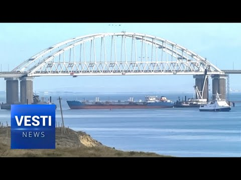 Strait's Closed! Russian Navy Arrests 3 Ukrainian Navy Ships Headed for Kerch Bridge