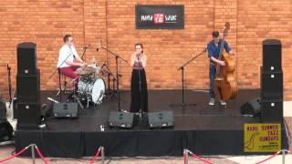 Sukienka - Chłopcy kontra Basia - Manu Summer Jazz Sundays 2012