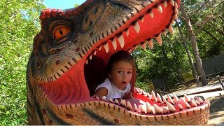 GIANT LIFE SIZE DINOSAUR Theme Park at the Zoo