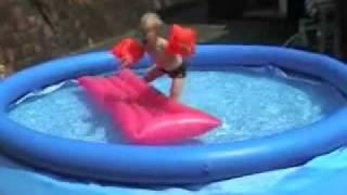 Mauro in het zwembad