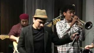 Tompi - Selalu Denganmu @ Mostly Jazz 17/02/12 [HD]