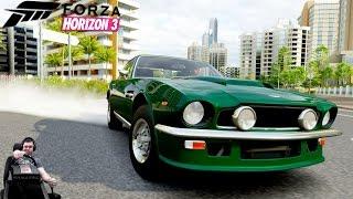 Быстрый и плавный Aston Martin V8 Vantage