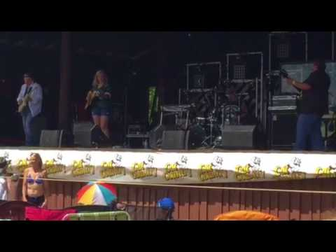 Alexis Ray Live at Porterfield Country Music Festival 2017