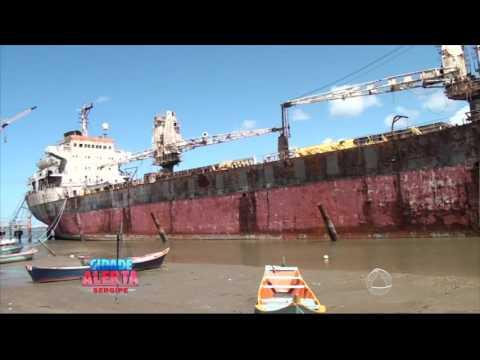 Navio já se encontra a mais de 10 anos ancorado na costa da Barra dos Coqueiros - Cidade Alerta