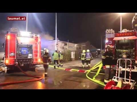 Großbrand in einem Hallenkomplex in Traun forderte Alarmstufe 3 der Feuerwehr