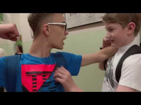 Uczeń podpisał umowę ze szkolnym łobuzem by uniknąć bicia [Szkoła odc. 451]
