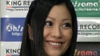 タレントの小向美奈子さん(24)が15日、キングレコードのスタジオ(東...