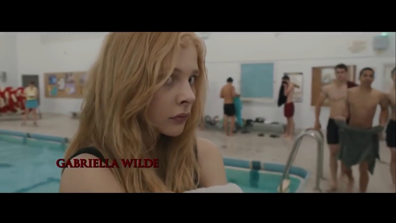 Extended Carrie 2013 Pool Scene Complete With Wipe That