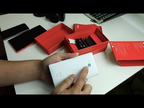 Nokia Lumia Icon Gets Unboxed (Video)