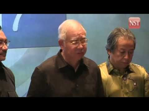 MH17 TRAGEDY: Sombre moment as PM Najib briefs a distraught nation