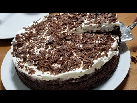 Membuat Kue Ulang Tahun Rumahan.