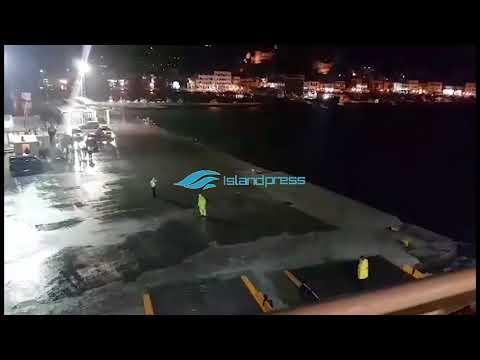 «Μάχη» στο λιμάνι της Νάξου – Με 9 μποφόρ το Blue Star Delos παλεύει να δέσει