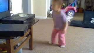 BABY NIA DOING THA  STANKY LEGG.