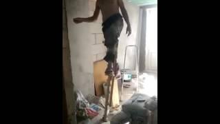 Шпаклевка потолков на ходулях(, 2016-08-08T17:23:48.000Z)