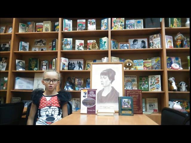 Изображение предпросмотра прочтения – ВероникаДолгова читает произведение «Стихи о Петербурге» А.А.Ахматовой