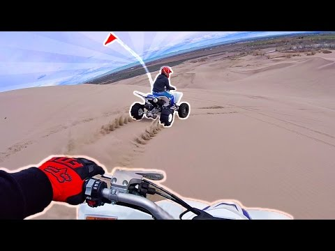 Crazy Giant Sand Dune Drag Race!! Carl vs Jinger Who Will Win?