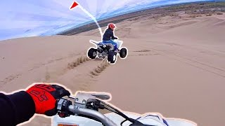 Gambar cover Crazy Giant Sand Dune Drag Race!! Carl vs Jinger Who Will Win?