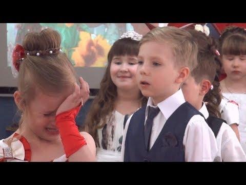 Очень грустная прощальная песня на выпускном в детском саду - любительская съемка от родителей