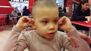 аутизм. Поведение ребенка в общественных местах. Год спустя