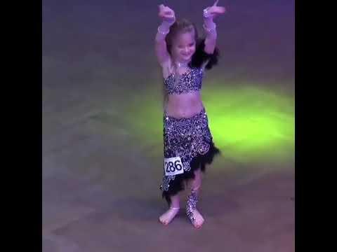 طفلة روسية ترقص على الرقص الشرقي روعة 😊 thumbnail