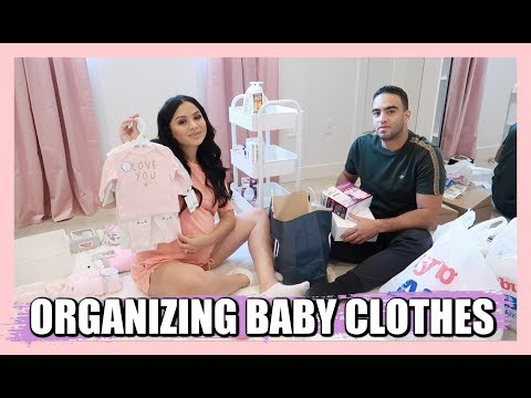 organizing-baby-girl-clothes-+-closet-|-diana-&-jose