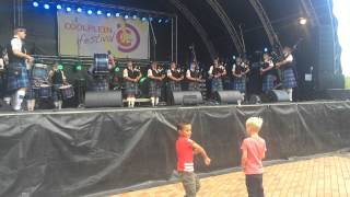 Gambar cover Arthur Troop Pipes & Drums - Scotland the brave / Auld lang syne