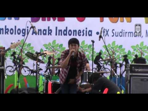 KESNA - Live at Hari Kanker Anak Internasional 2013