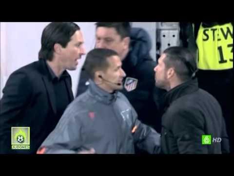 Pelea del Mono Burgos Y el Cholo Simeono con el Entrenador de Bayer
