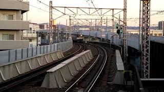 [片方だけ点灯]EF65-2065号機牽引84レ貨物列車 鴫野駅通過