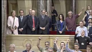 El Parlament de Cataluña proclama la independencia unilateral