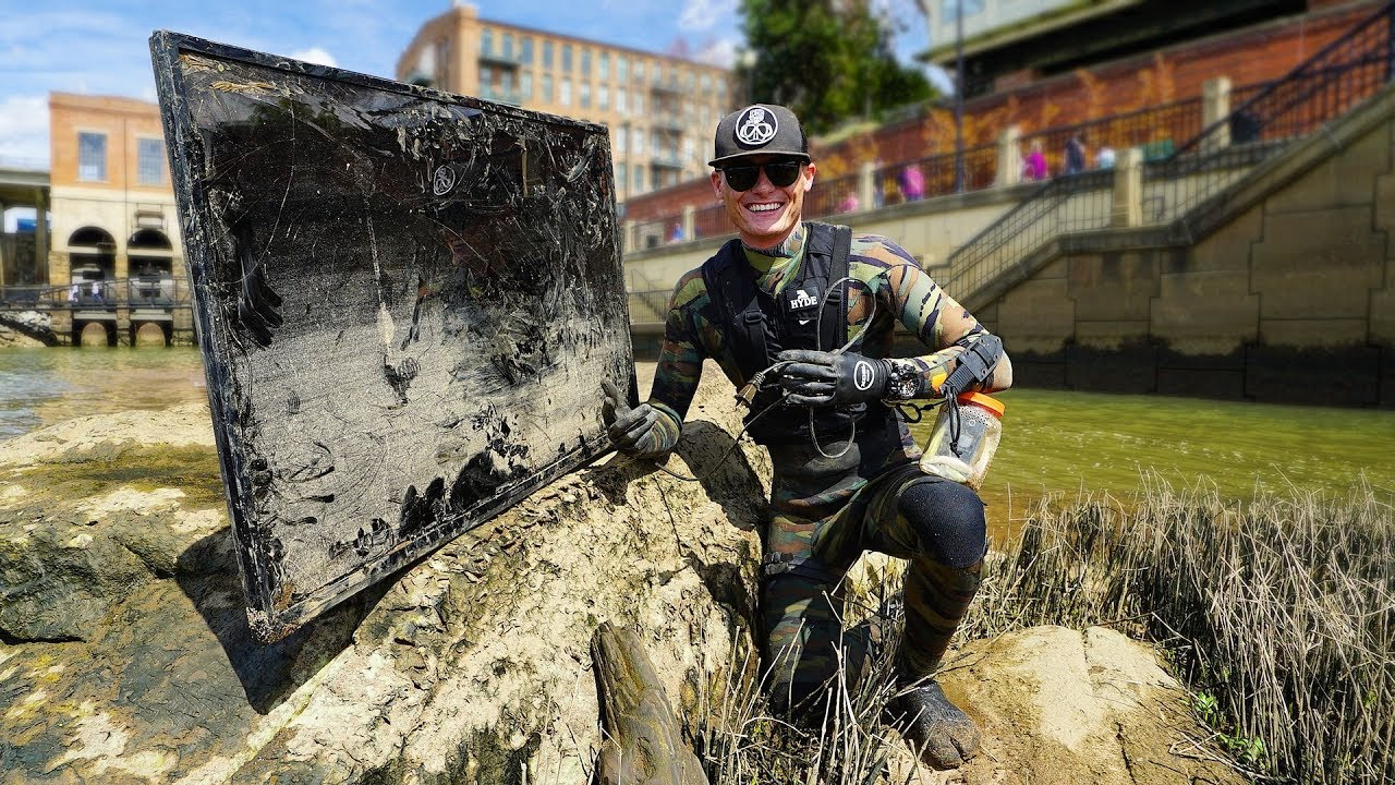 found-flat-screen-tv-while-searching-drained-river-for-interesting-finds-does-it-still-work