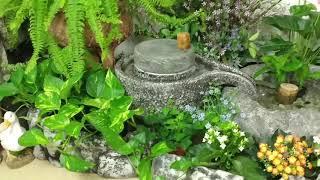 회전 맷돌 분수와 수반으로 물의 정원 꾸미기