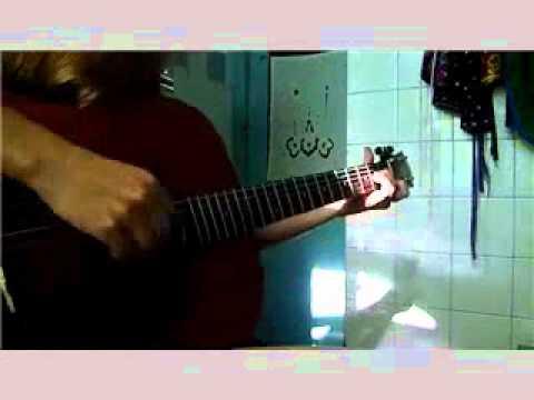 хорошая девушка хорошо играет и поёт хорошую песенку:)