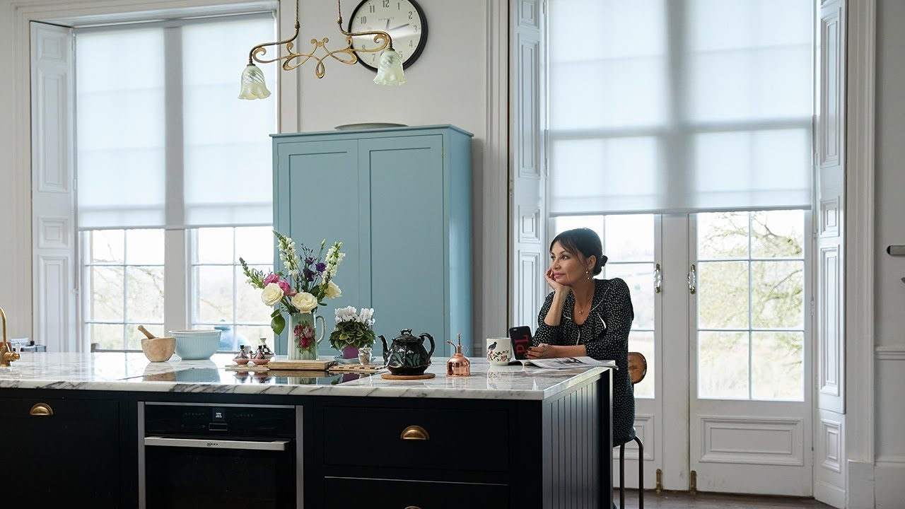Pearl Lowe on semi-sheer Roller blinds - YouTube