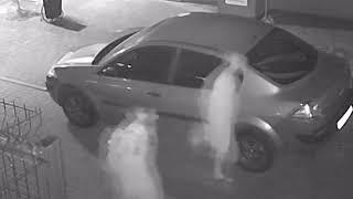В Калининграде неизвестные поцарапали припаркованное во дворе автомобили