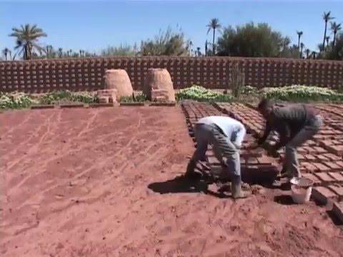 villajanna fabrication de briques en terre crue youtube. Black Bedroom Furniture Sets. Home Design Ideas