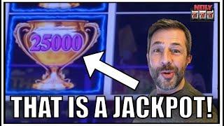 I got gigantic numbers!!! Jackpot Handpay on Lightning Link!!