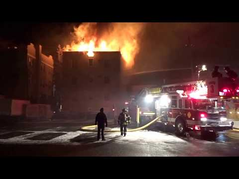 SUMMIT NEW JERSEY 5 ALARM WORKING FIRE 12/31/17 HEAVY FIRE CONDITION IN AN APARTMENT BUILDING