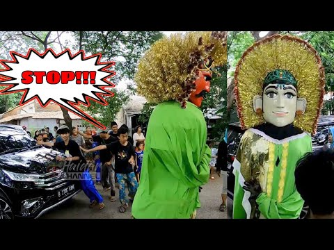 ondel-ondel-nyaris-ditabrak-mobil-~-milad-sanggar-betawi-sinar-adina-~-big-puppets-almost-accident