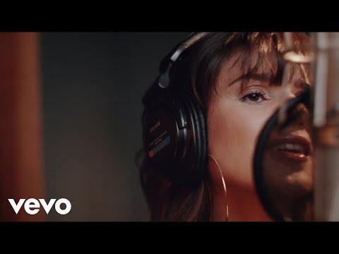 Смотреть клип Paula Fernandes - Chão De Areia
