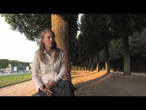 Marie Elisabeth Hecker, violoncelliste, joue Saint-Saëns