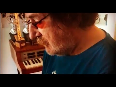 Charly García - Total interferencia piano - Instagram  Abril 2019