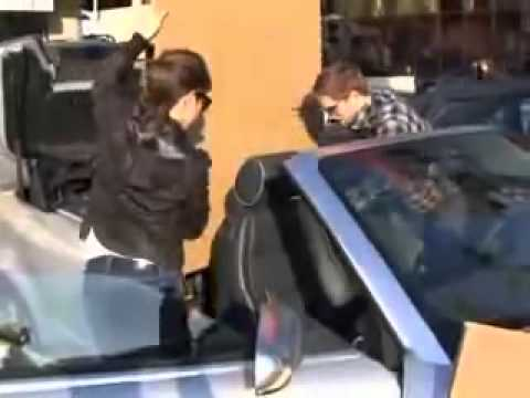 Robert Pattinson  And Nikki  Reed Shopping For Packaging Boxes [December 2008]