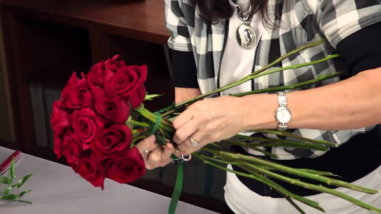 Diana Ryan - How to Arrange A Rose Bridal Bouquet - YouTube