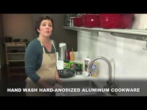 Cleaning the exterior of your Calphalon Hard Anodized cookware