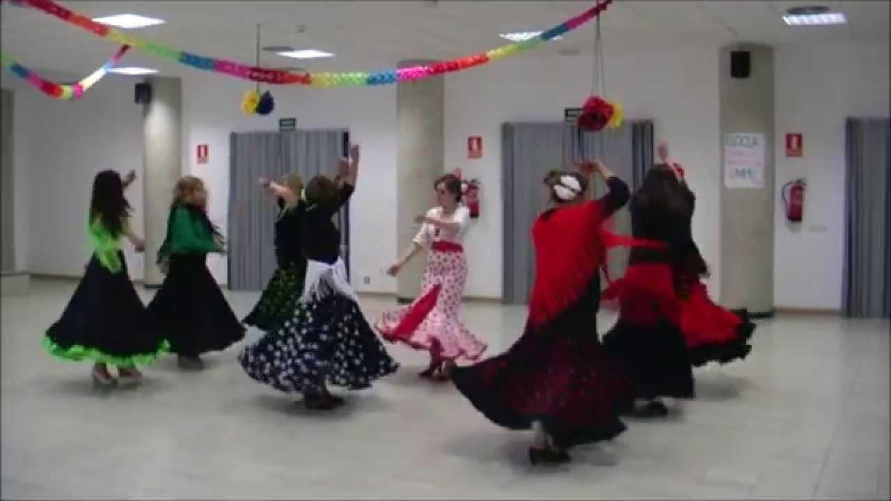 213e52f5fe Sevillanas bailadas en línea de tres. Mucho Más Que Baile
