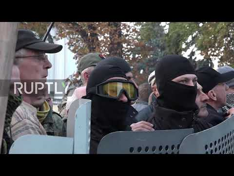 Ukraine: Riot police clash with protesters during Kiev anti-corruption rally