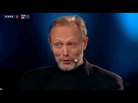 Lars Mikkelsen and Birgitte Hjort Sørensen talk and sing in a TV
