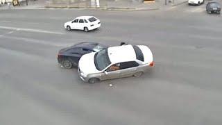 Около ТЮЗа в Волгограде Перевернулась Машина после ДТП с Иномаркой из Ханты-Мансийского Округа | Автоматический Способ Заработка в Интернете